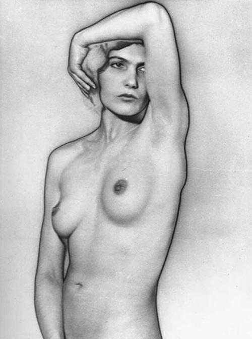 Man Ray Nu cerca de 1929